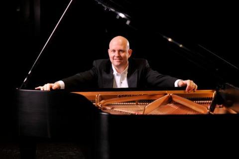 Steven Spooner, piano